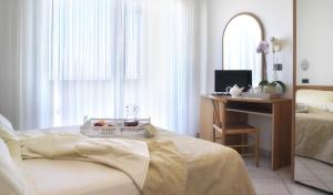 A bed or beds in a room at Residence Hotel Piccadilly