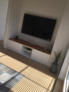 A television and/or entertainment center at l'Intervalle