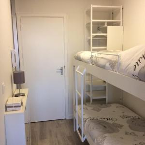A bunk bed or bunk beds in a room at StudioWestdiep