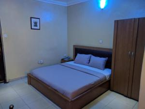 White House Hotel & Conference - Toyin Street