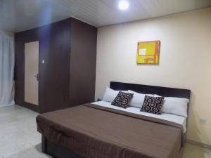 波士公寓式酒店 (Posh Apartments and Hotel)