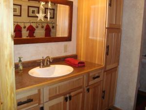 A bathroom at The Bear Cabin