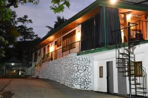 140 Tourist Home Stay