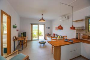 Η κουζίνα ή μικρή κουζίνα στο Saint George Villas & Apartments