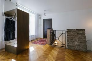 Designer Old Town Wall Apartment