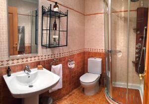 Un baño de Apartamentos Vitoria
