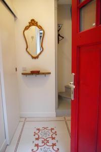 A bathroom at Petit Paris - Oasis in Marais
