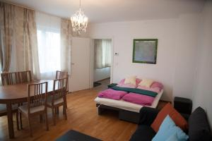 A bed or beds in a room at An der Alten Donau