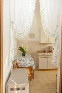 A kitchen or kitchenette at Jewel Apartment