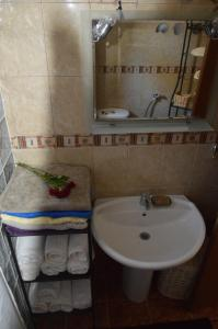 A bathroom at Villa Platanias