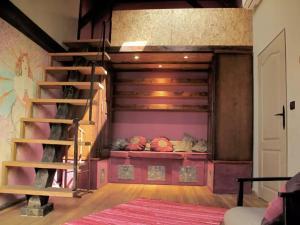 High Palace Apartment