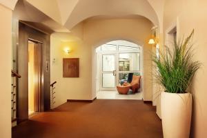 大使酒店 (Hotel Ambassador)