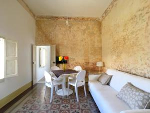A seating area at Le Dimore del Canneto