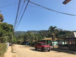 Cabinas Poza Azul Dominicalito