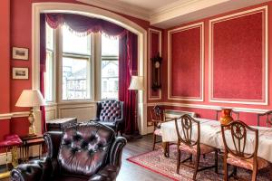 A seating area at Royal Mile Mansions 14