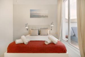 A bed or beds in a room at Centric Apartments National Palace
