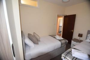 A bed or beds in a room at Wyresdale House-Flat 3