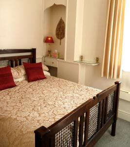 A bed or beds in a room at Crystal Palace Apartment