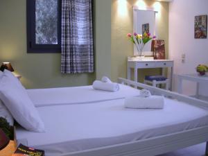 Кровать или кровати в номере Terpsichori Villa & Apartments