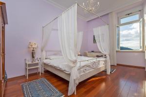 Un ou plusieurs lits dans un hébergement de l'établissement Apartment Luxury Waterfront