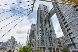 N2N Suites - Downtown Lake & City View Apartments, Toronto ...