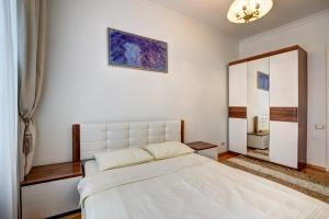 A bed or beds in a room at Apartment Kutuzoff Metro Kutuzovskaya
