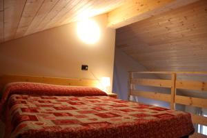 A bed or beds in a room at Case Appartamenti Vacanze Da Cien