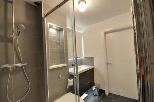 A bathroom at The Garden Apartment