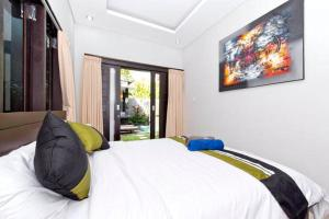 A bed or beds in a room at Agung Rakas
