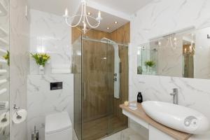 A bathroom at Apartment Royal II