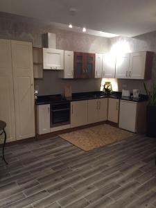 A kitchen or kitchenette at Tides Apartments Liscannor