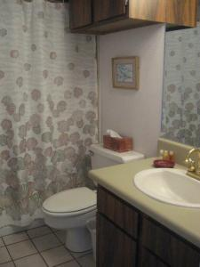 A bathroom at Maui Vista 2411