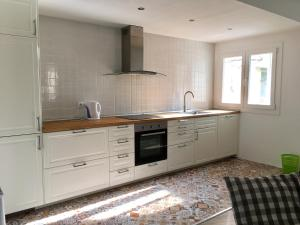 A kitchen or kitchenette at Akira Camp Nou Class Apartments