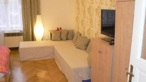 Honey Apartment 21