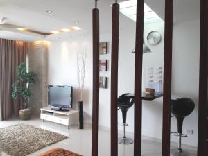 A television and/or entertainment center at Studio Veiwtalay 7