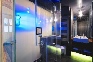 A bathroom at Living Showroom Jakubská