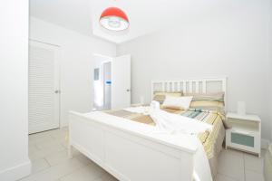 Letto o letti in una camera di Miami Beach Byron Suites