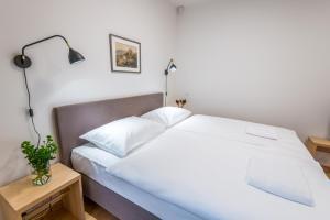 Tempat tidur dalam kamar di Harrachovsky Palace