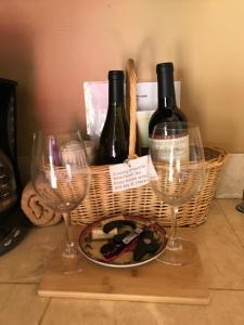 Drinks at Dunning Vineyards Guest Villa