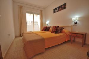 A bed or beds in a room at Apartamento La Mata