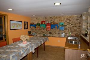 A kitchen or kitchenette at Apartamentos Rurales Casa el Abad