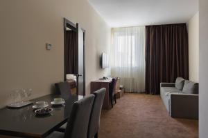 Twin Apart Hotel
