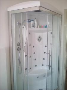 A bathroom at casa luminosa