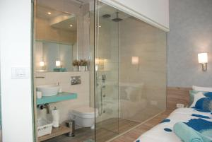 A bathroom at City Center Luxurious Apartment
