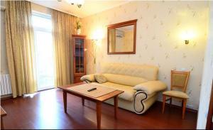 Гостиная зона в Apartments on the Artyoma Street 102