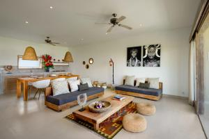 A seating area at Canggu Beach Apartments