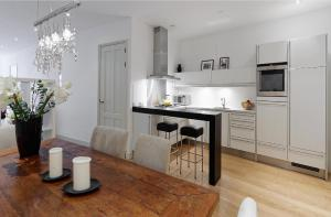 A kitchen or kitchenette at Prinsengracht Canal House