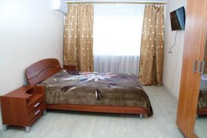 Кровать или кровати в номере Apartment na Sovetskoy Ploschadi
