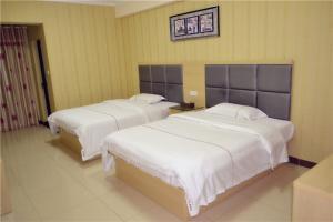 Lv Tu Apartment Pazhou Exhibition Center tesisinde bir odada yatak veya yataklar