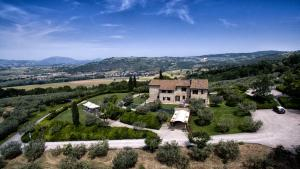 Skats uz naktsmītni Country house Le Colombe Assisi no putna lidojuma